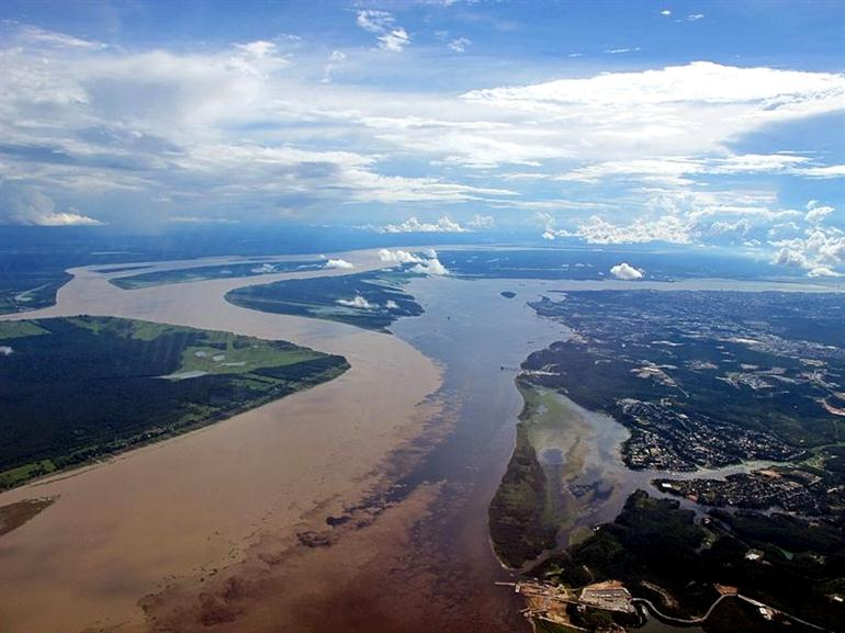 confluence-river-in-brazil