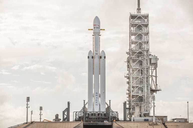 first-flight-of-falcon-heavy-on-feb-6