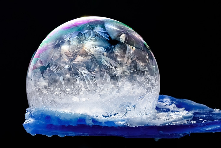 ice-crystals-frozen-bubbles-look