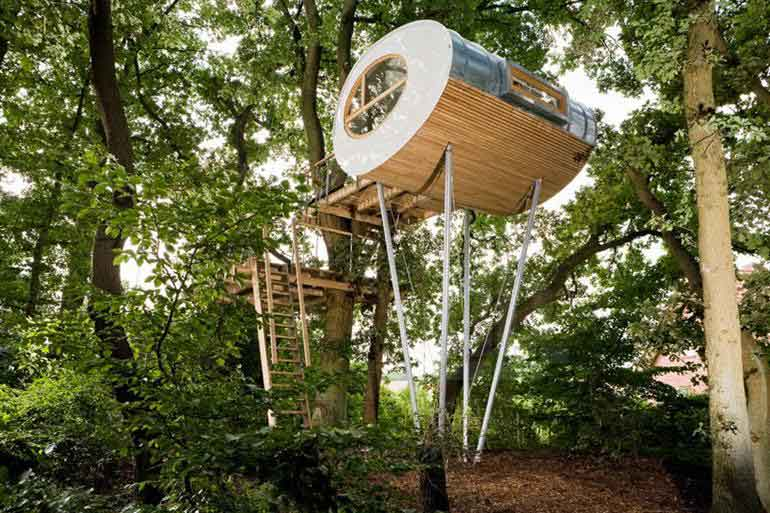 modern-egg-shape-tree-house