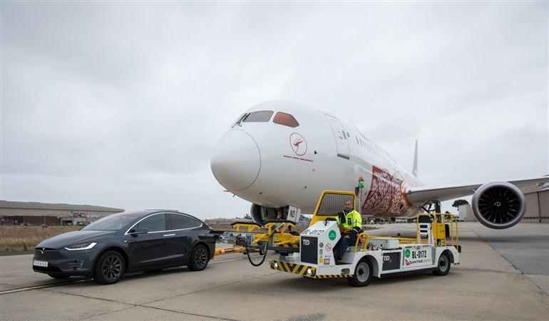 tesla-model-x-sets-world-record-towing-a-boeing-787-9-dreamliner