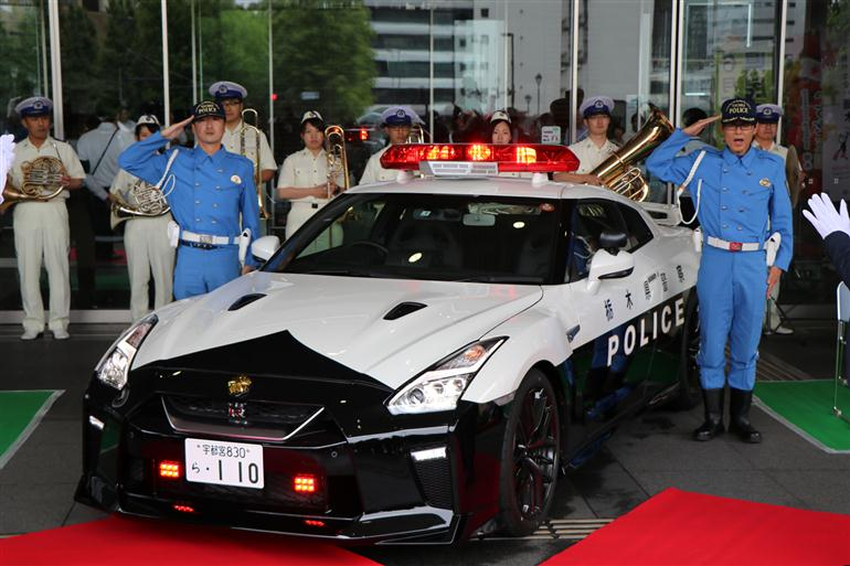 japan-just-put-an-nissan-gtr-police-car-into-service