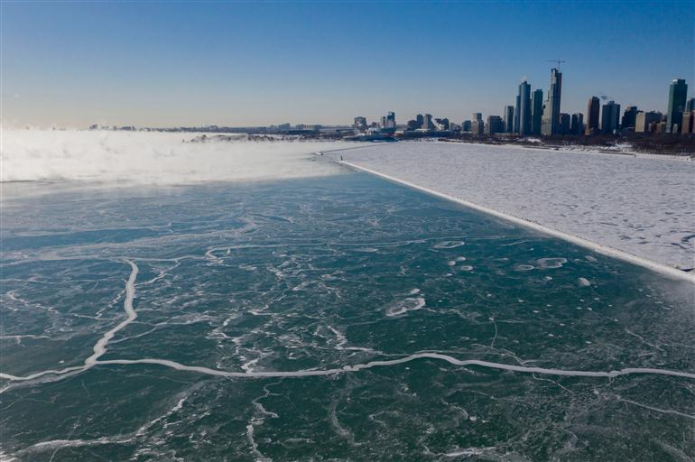 interesting-lake-michigan-covered-in-beautiful-ice-shards